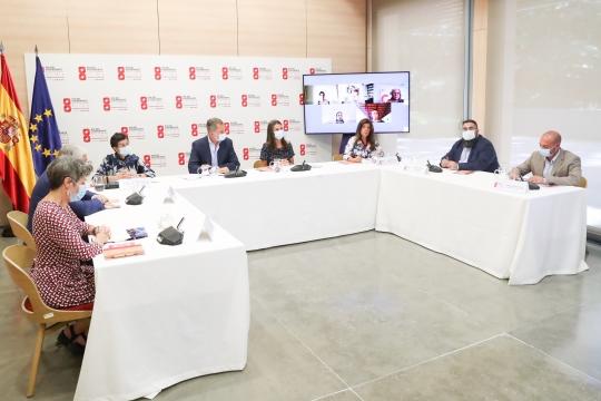 España celebra el día del cooperante con un diálogo interactivo entre el rey Felipe VI, la reina Letizia y varios cooperantes en el exterior