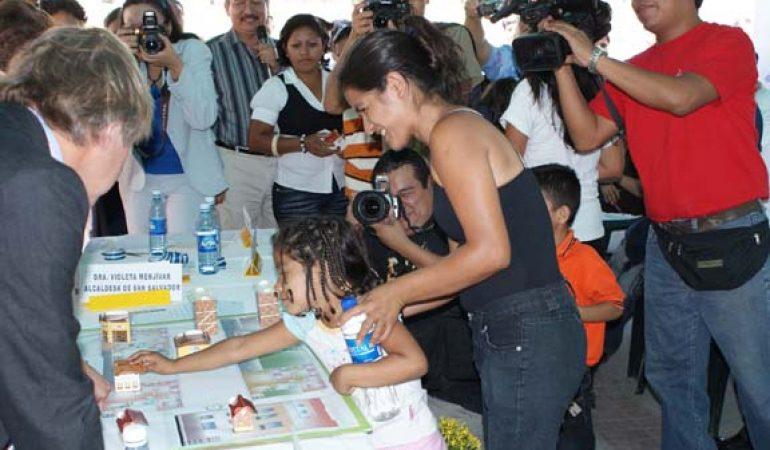 Doce familias del centro histórico de San Salvador concluyen la construcción de sus nuevas viviendas