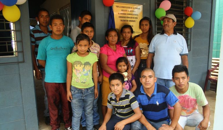 82 familias beneficiadas con Proyecto «Vivienda y entrega de casas a familias de la Comunidad Bendición de Dios»