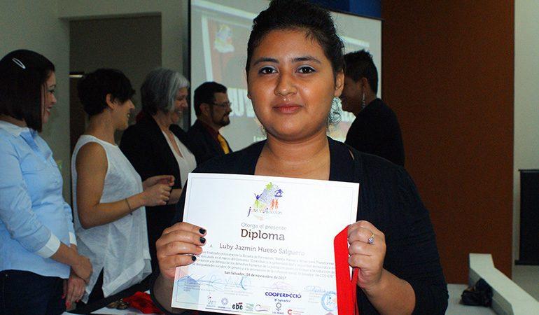 """106 jóvenes se gradúan de la Escuela de Formación """"Siento, Pienso y Actúo para Transformar mi Mundo"""""""