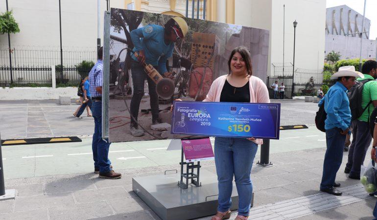Fotografía en la Escuela de Desarrollo Humano en Zacatecoluca recibe mención honorífica por la UE