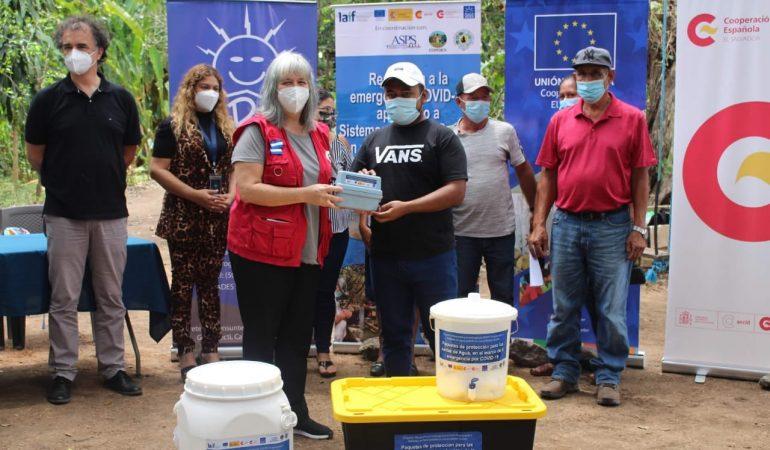 Entrega de kits de protección personal e insumos de potabilización a juntas de agua de comunidades rurales